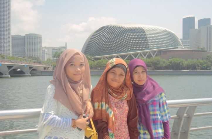 3 little girls who's took short vacation in SG