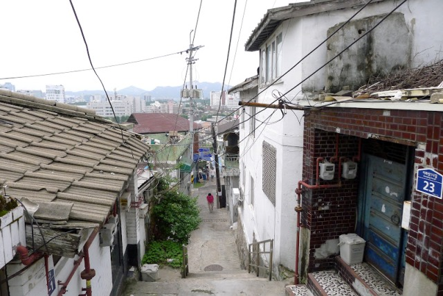 kawasan pemukiman di Ihwa Village (photo source credit to : seoulotraveller)