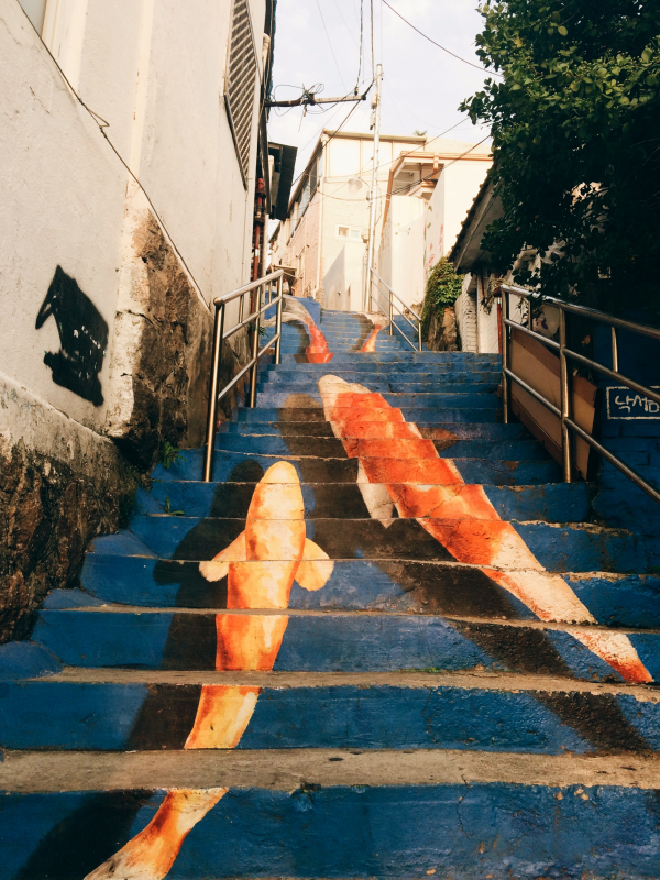 fish painting stairway (photo source credit to : http://blog.aclipse.net)