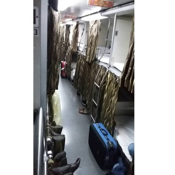 Kelas Sleeper Train dari kereta Senandung Sutra tujuan Kuala Lumpur - Johor Bahru (Negara Bagian Malaysia yang berbatasan dengan Singapura)